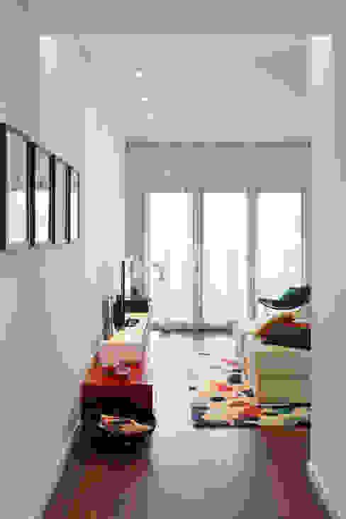 غرفة المعيشة تنفيذ Tiago Patricio Rodrigues, Arquitectura e Interiores