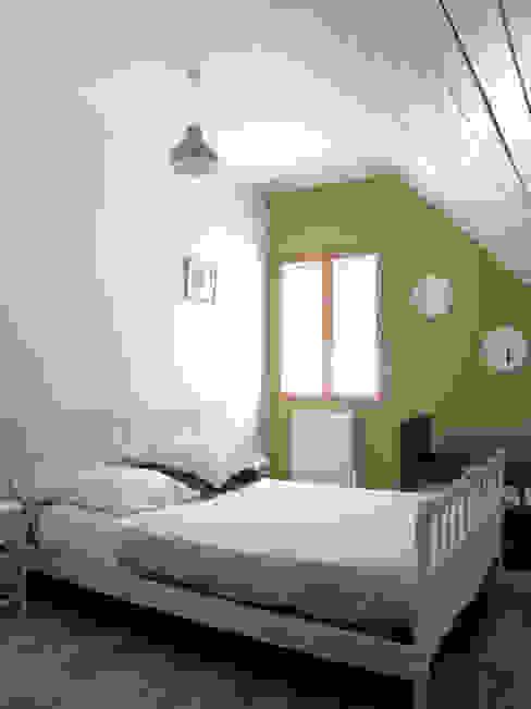 Projekty,  Sypialnia zaprojektowane przez Atelier S, Wiejski