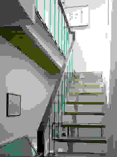 Milman Road - oak & walnut staircase Modern corridor, hallway & stairs by Syte Architects Modern