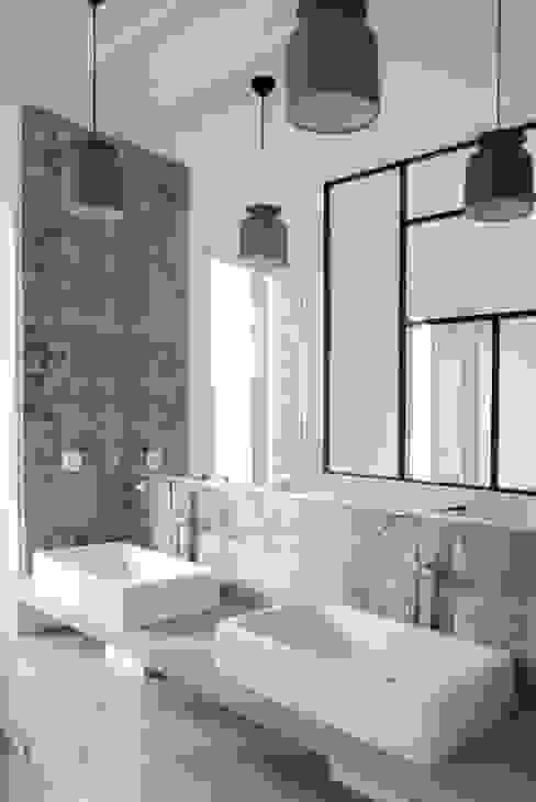 Banheiros modernos por Yeme + Saunier Moderno