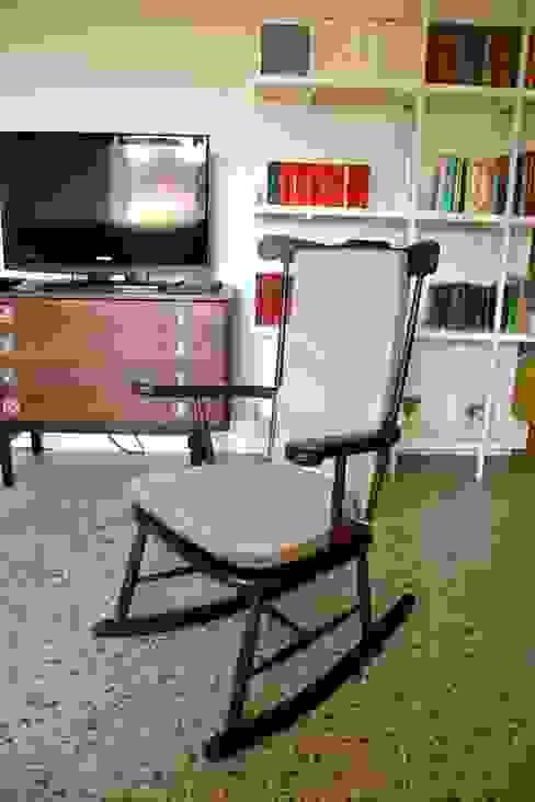 Restyling soggiorno Soggiorno moderno di Restyling Mobili di Raddi Federica Moderno