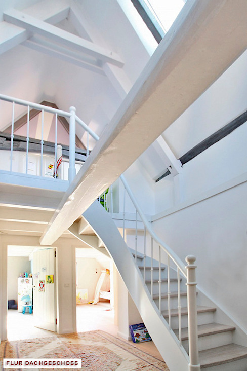 Architekturbüro Hans-Jürgen Lison Corredores, halls e escadas modernos