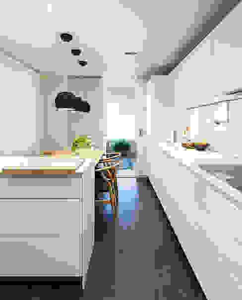 Cocina moderna y funcional Cocinas de estilo moderno de DyD Interiorismo - Chelo Alcañíz Moderno