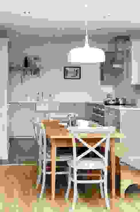 The Silverdale Shaker Kitchen by deVOL:  Kitchen by deVOL Kitchens,