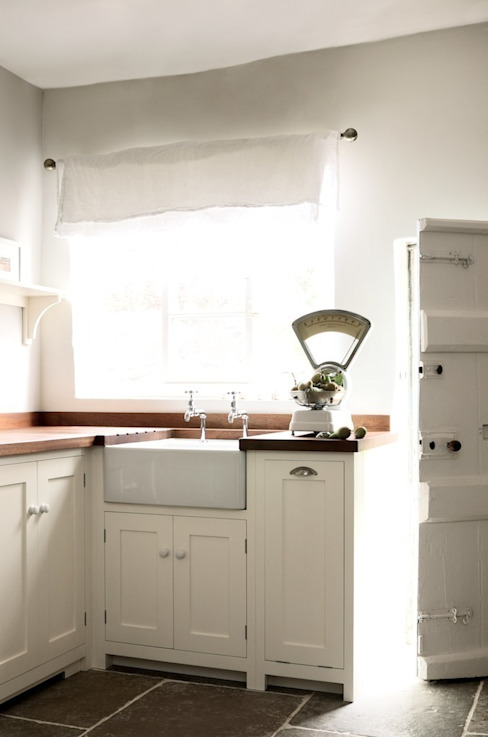 The Wymeswold Shaker Kitchen by deVOL Country style kitchen by deVOL Kitchens Country