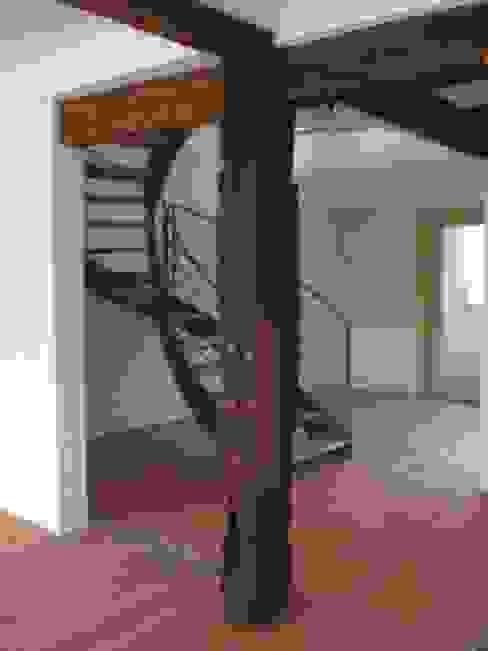 Коридор, прихожая и лестница в классическом стиле от gruppe2 Классический