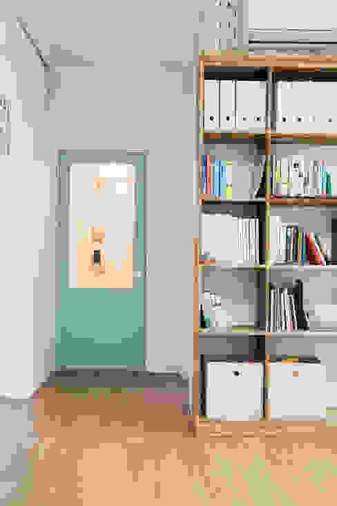 Koridor & Tangga Modern Oleh 지오아키텍처 Modern