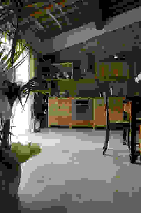 Cucina di casa colonica sulle colline di Firenze Pietre di Rapolano Cucina attrezzata Pietra Beige
