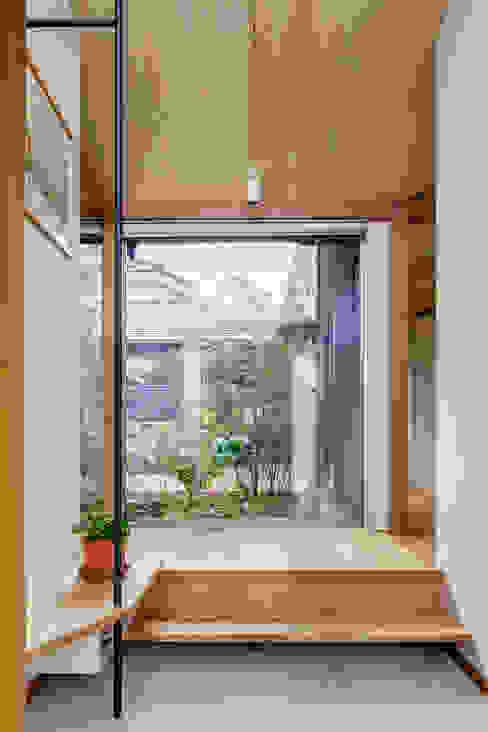 DONUT モダンスタイルの 玄関&廊下&階段 の 株式会社リオタデザイン モダン
