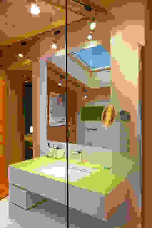Eclectic style bathroom by Студия экспериментального проектирования 'Rakurs' Eclectic