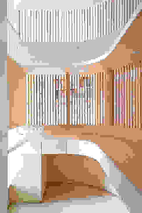 Flat N°4. A small ap Ruang Studi/Kantor Gaya Skandinavia Oleh Julien Joly Architecture Skandinavia