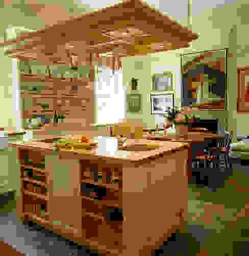 David Hicks Cream Painted Kitchen designed and made by Tim Wood Кухня в классическом стиле от Tim Wood Limited Классический