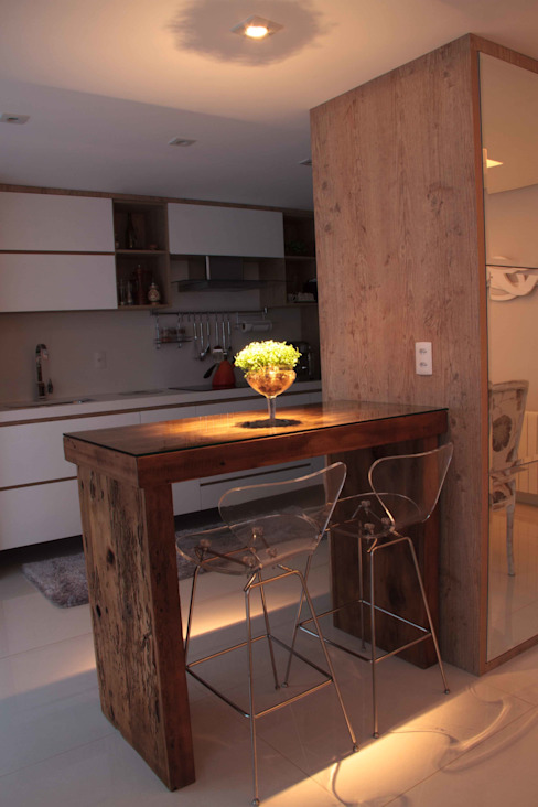 Projeto de Arquitetura de Interiores - Apartamento Família: Cozinhas  por Sarah & Dalira