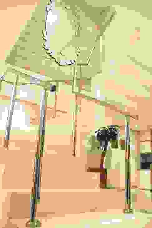 Projeto de Arquitetura de Interiores - Apartamento Família: Corredores e halls de entrada  por Sarah & Dalira