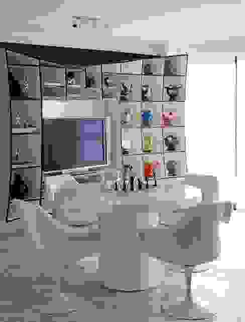 Modern media room by STUDIO CAMILA VALENTINI Modern