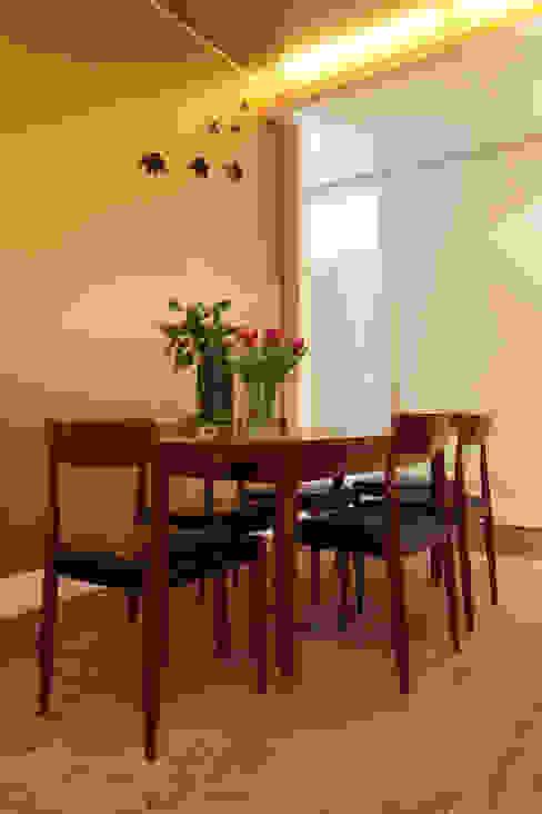 Apartamento Saldanha_Reabilitação Arquitectura + Design Interiores: Salas de jantar  por Tiago Patricio Rodrigues, Arquitectura e Interiores,Eclético