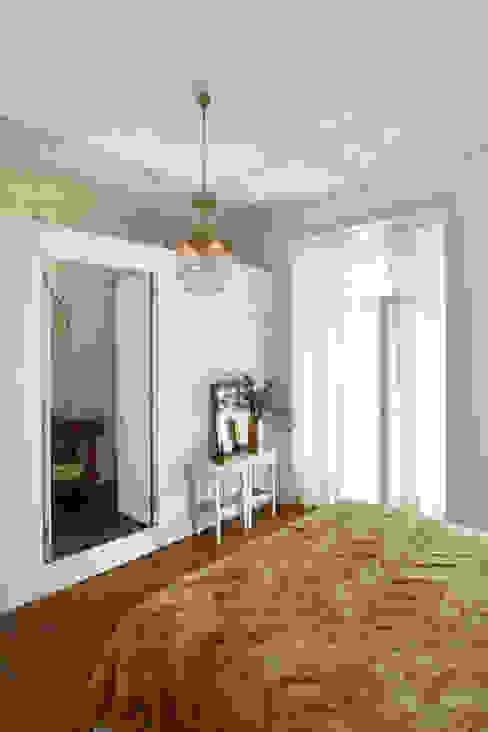 Camera da letto eclettica di Tiago Patricio Rodrigues, Arquitectura e Interiores Eclettico
