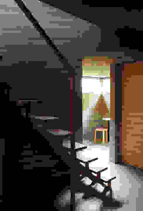 視線の流れ: 合同会社永田大建築設計事務所が手掛けた現代のです。,モダン 木 木目調