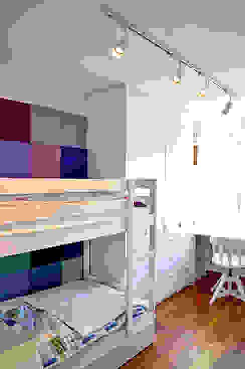 Dormitorios infantiles modernos de Denika Moderno