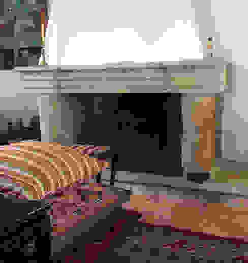Chimenea en piedra Salones de estilo ecléctico de Anticuable.com Ecléctico