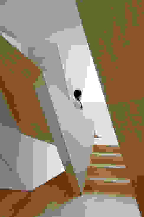 Коридор, прихожая и лестница в эклектичном стиле от ALPHAVILLE Co., Ltd. Эклектичный
