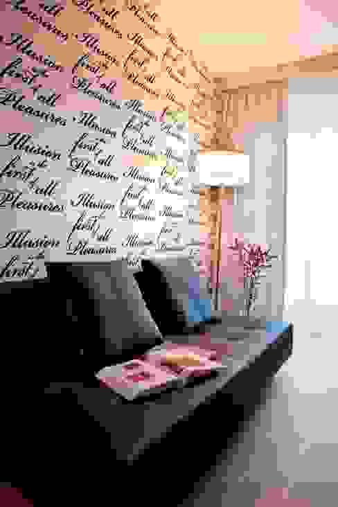 gabinet pełen cytatów Minimalistyczne ściany i podłogi od living box Minimalistyczny