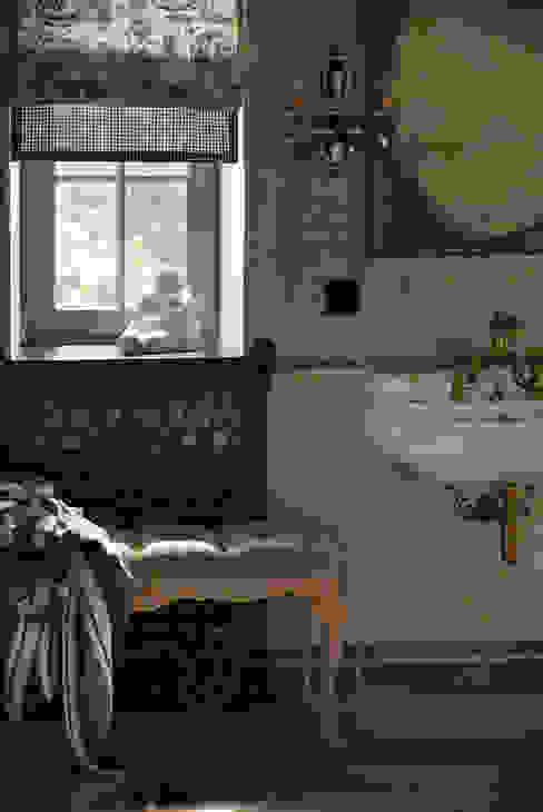 Дом на Днепре Ванная в классическом стиле от SBM studio Классический