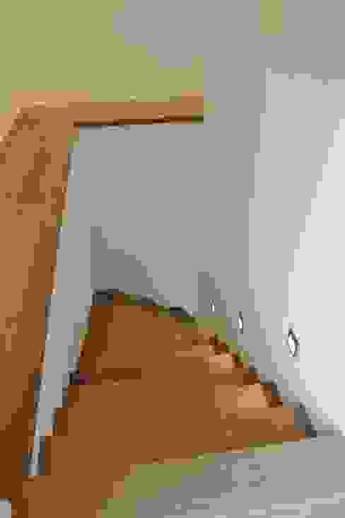Haus E Moderner Flur, Diele & Treppenhaus von cordes architektur Modern