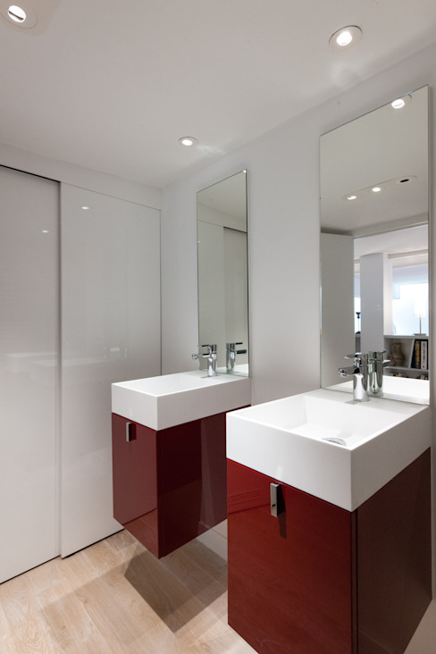 Modern Bathroom by Fables de murs Modern