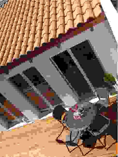 Deck di teak naturale Balcone, Veranda & Terrazza in stile mediterraneo di Aroma Italiano Eco Design Mediterraneo