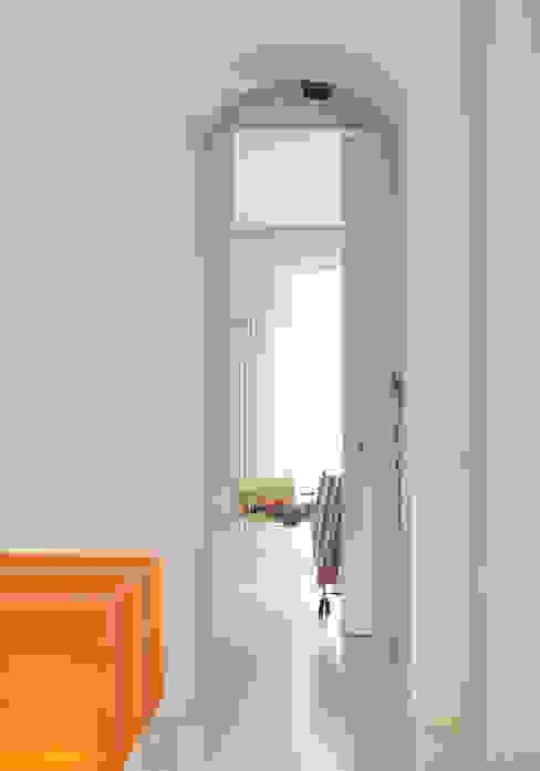 casa PT Ingresso, Corridoio & Scale in stile moderno di davide petronici | architettura Moderno