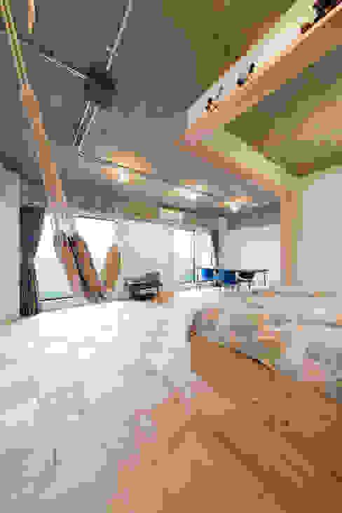 築地・ROOM・H(TSUKIJI・ROOM・H) モダンデザインの リビング の 吉田裕一建築設計事務所 モダン