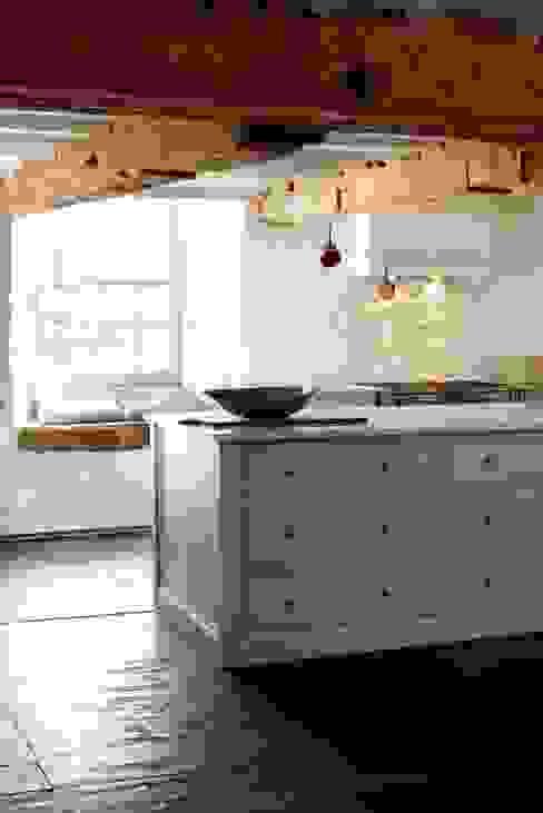 Cozinhas  por deVOL Kitchens,