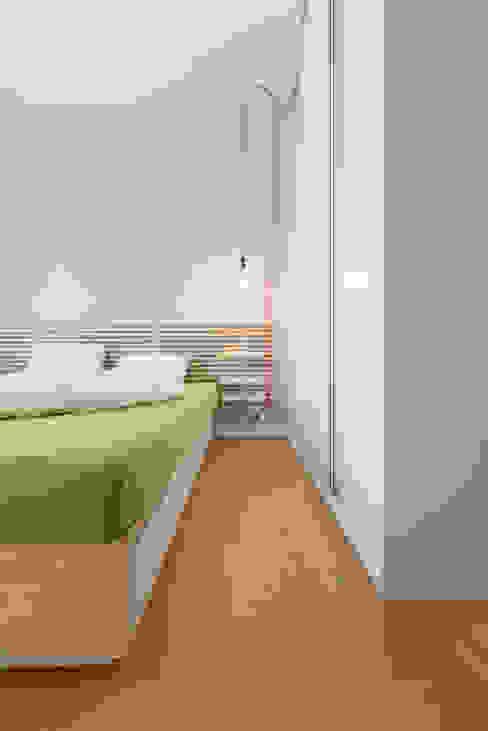 Mieszkanie MiM Minimalistyczna sypialnia od 081 architekci Minimalistyczny