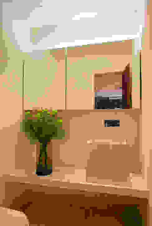 Gisele Taranto Arquitetura Modern bathroom