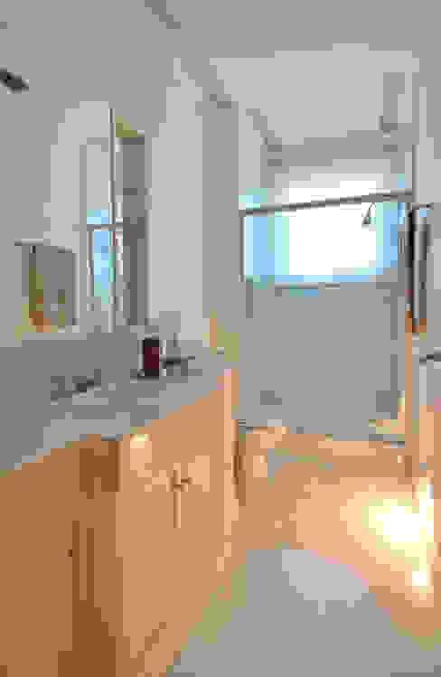 Modern bathroom by Studio Cinque Modern