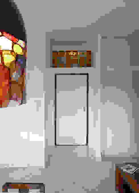 Corridor & hallway by Interni d' Architettura, Modern