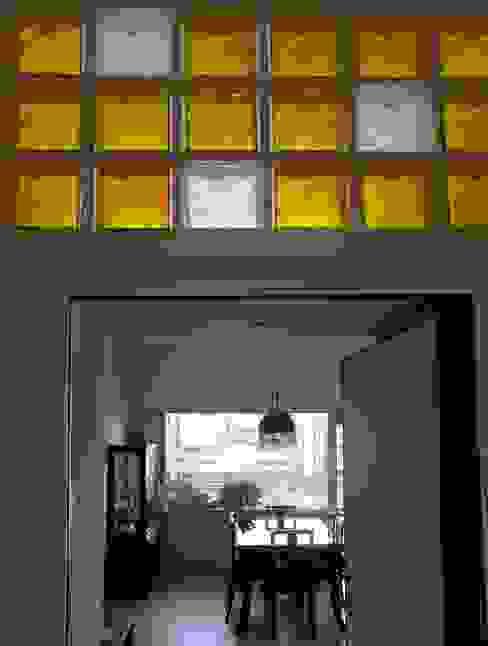 ห้องโถงทางเดินและบันไดสมัยใหม่ โดย Interni d' Architettura โมเดิร์น