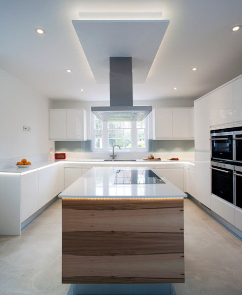 Flow High Gloss White Minimalist kitchen by Stoneham Kitchens Minimalist