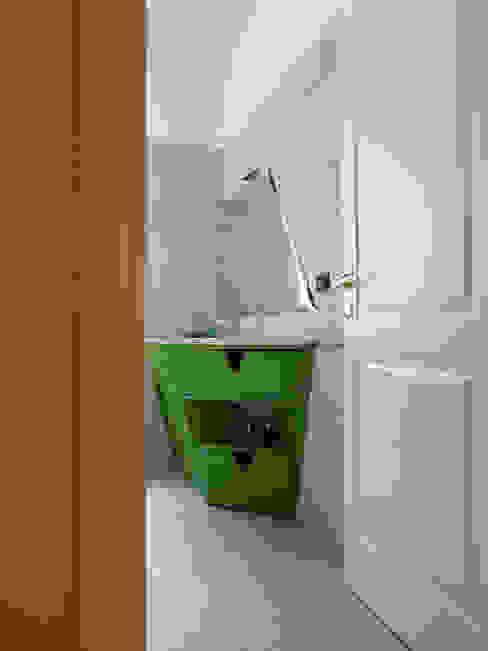 Mobile sotto lavabo di Interni d' Architettura Moderno