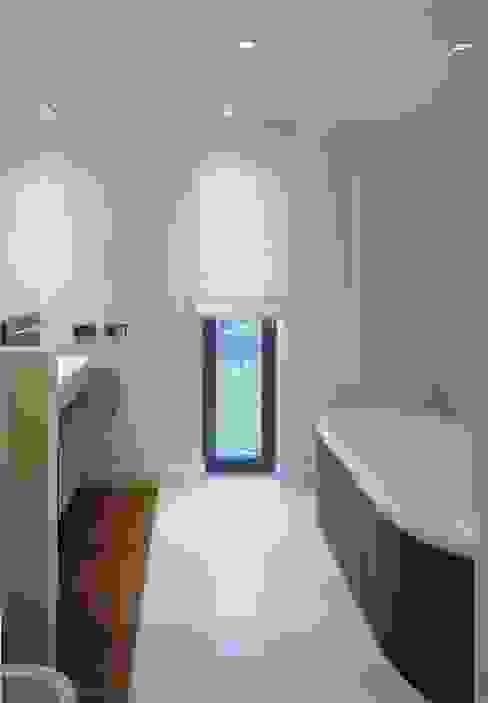Minimalist style bathrooms by Jednacz Architekci Minimalist