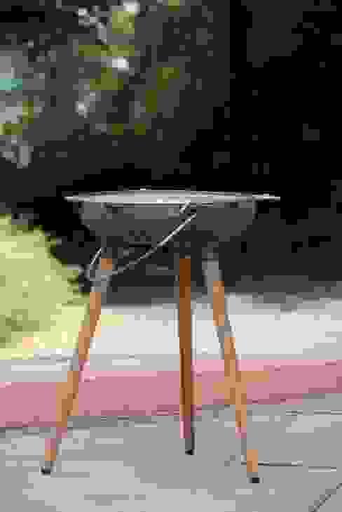 YRON - er BBQ Grill für deinen Garten, Balkon oder deine Terrasse. Auch als Feuerschale nutzbar. Gusseisen und Eichenholz. von fp.formgebung Minimalistisch