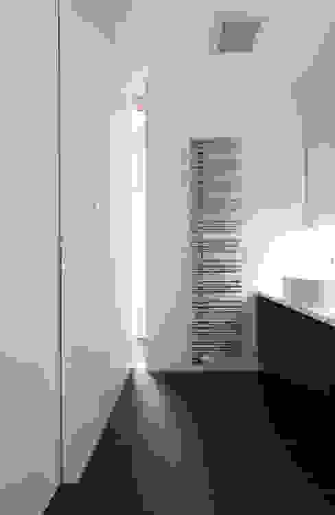 Modern bathroom by 株式会社コウド一級建築士事務所 Modern
