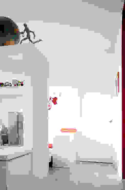 Salas de estilo minimalista de M N A - Matteo Negrin Minimalista