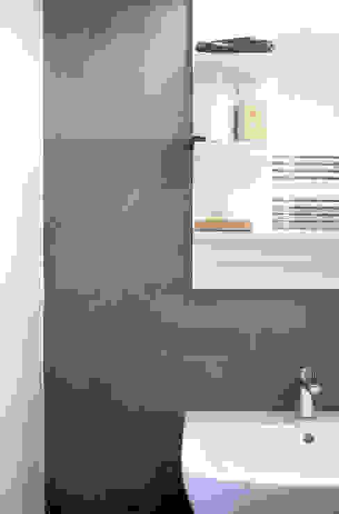 Baños de estilo minimalista de M N A - Matteo Negrin Minimalista