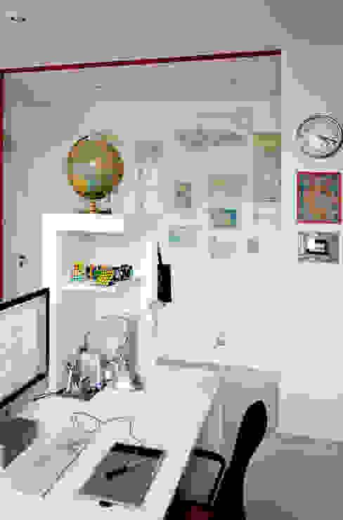 Pasillos, vestíbulos y escaleras de estilo minimalista de M N A - Matteo Negrin Minimalista