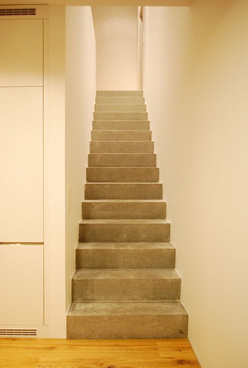 Marc Saladin Architekten GmbH Minimalist corridor, hallway & stairs