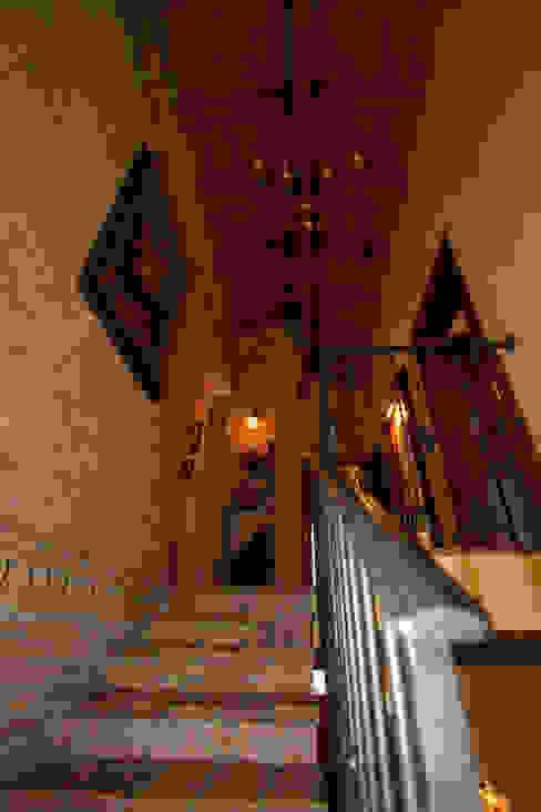 Casale Rustico Interior Design Stefano Bergami Ingresso, Corridoio & Scale in stile rustico