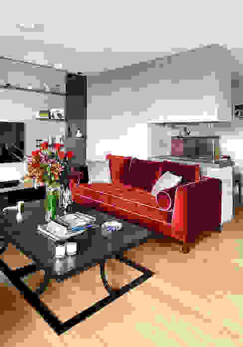 living room od Esra Kazmirci Mimarlik Eklektyczny