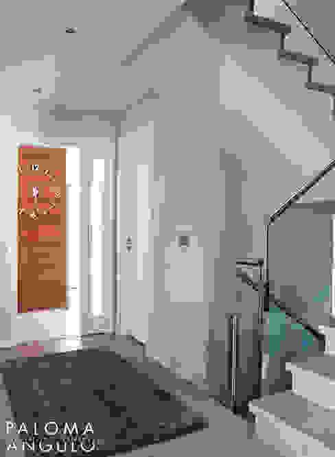 Entrada Pasillos, vestíbulos y escaleras modernos de Interiorismo Paloma Angulo Moderno